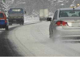 冬用タイヤ・チェーンを装着しないと高速道路を走れません!